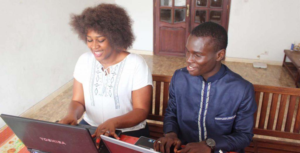 Writing to Ashinaga San – Ashinaga Senegal students thanking donors for providing computers