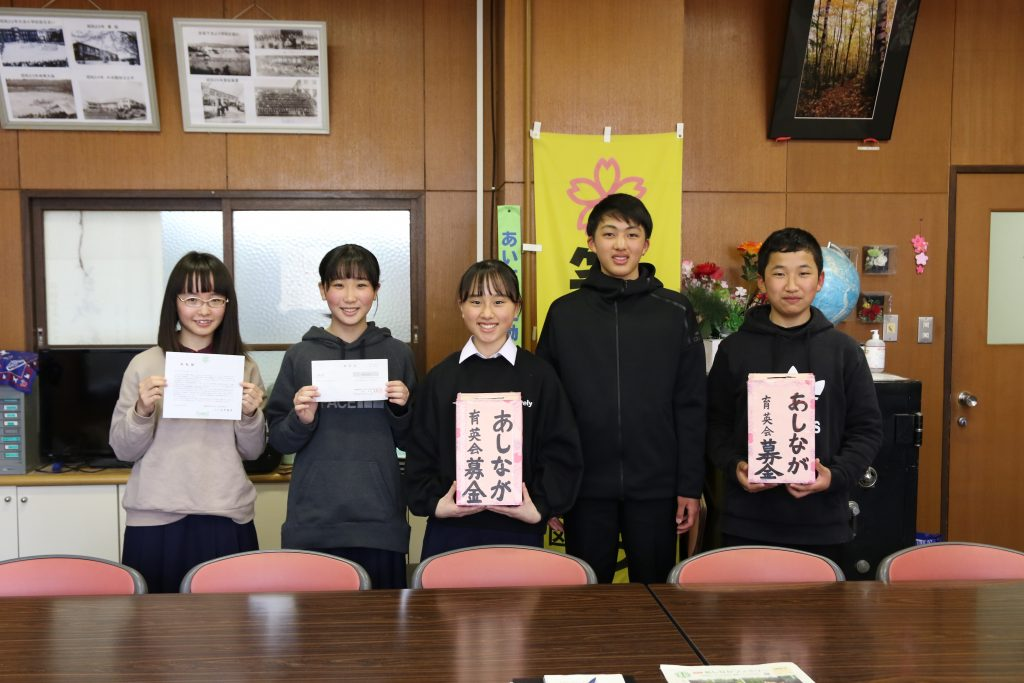 大阪の中学生が手作り募金箱持ち募金呼びかけ