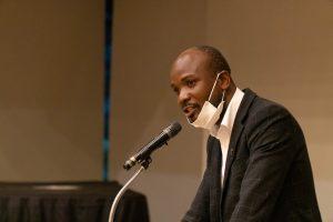 祖国ウガンダで市長になった元奨学生が「心塾」で講演